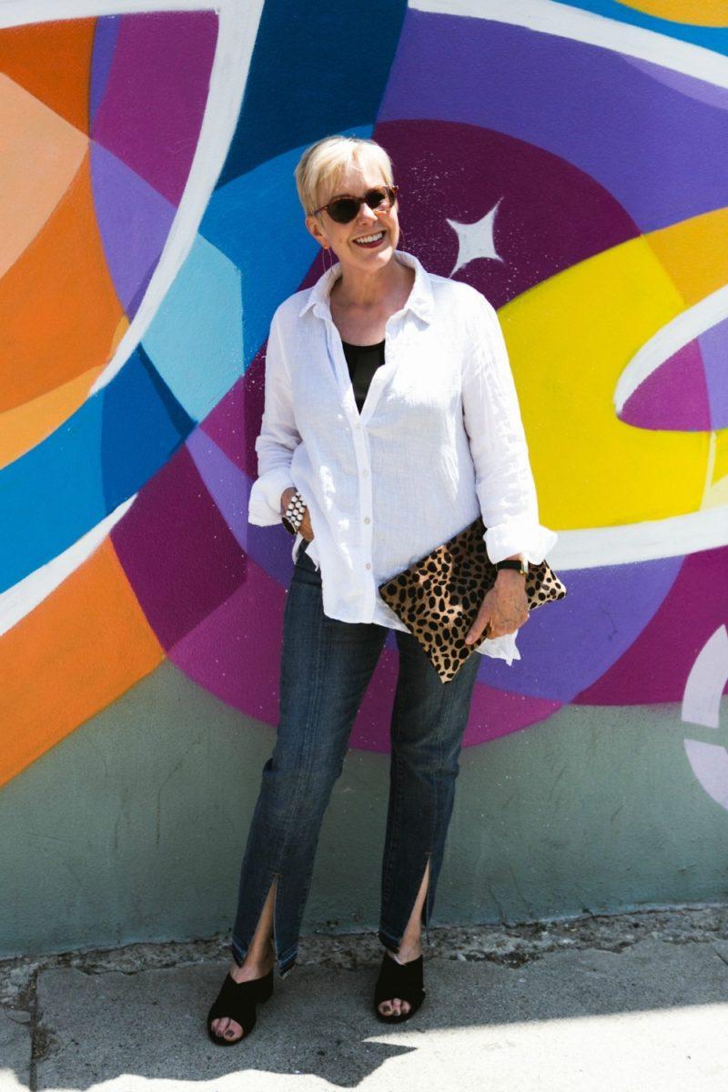 style blogger Susan B. wears Frame split hem jeans from the Nordstrom Anniversary Sale. Details at une femme d'un certain age.
