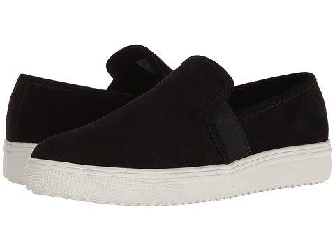 Waterproof slip-on sneakers. Details at une femme d'un certain age.