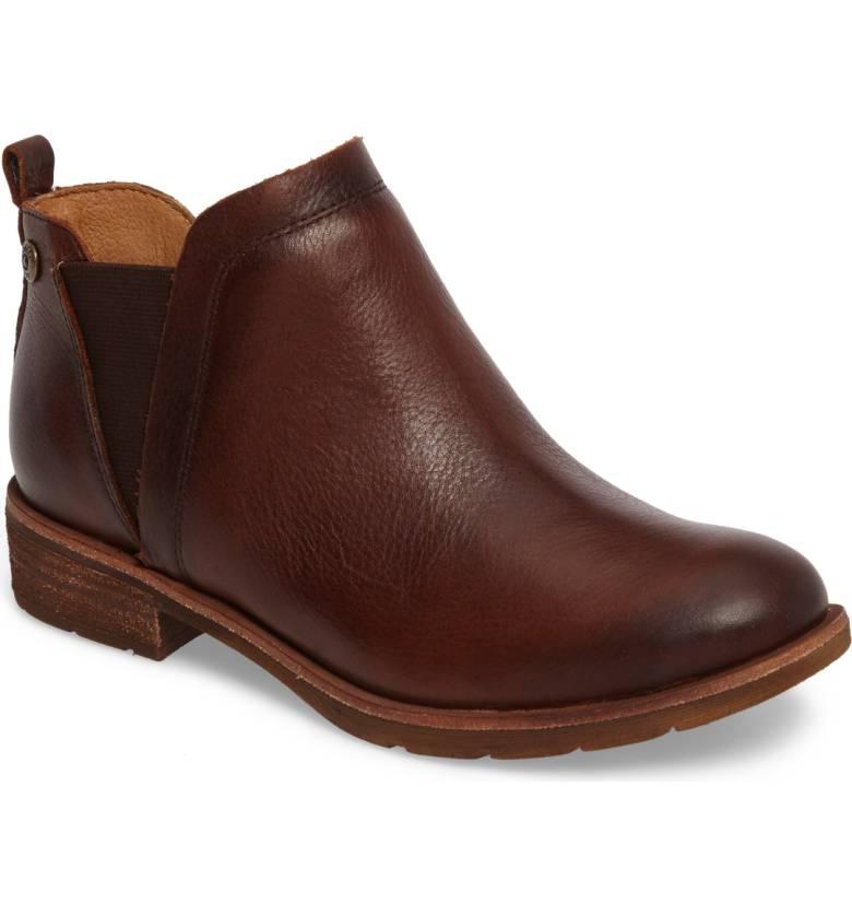 Sofft weatherproof boots. Details at une femme d'un certain age.