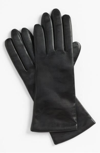 Cashmere lined leather tech gloves. Details at une femme d'un certain age.