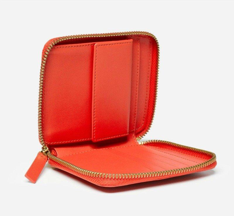 Everlane red leather zip wallet. Details at une femme d'un certain age