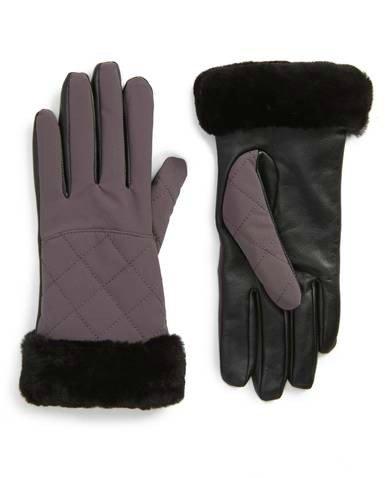 Shearling tech gloves. Details at une femme d'un certain age.