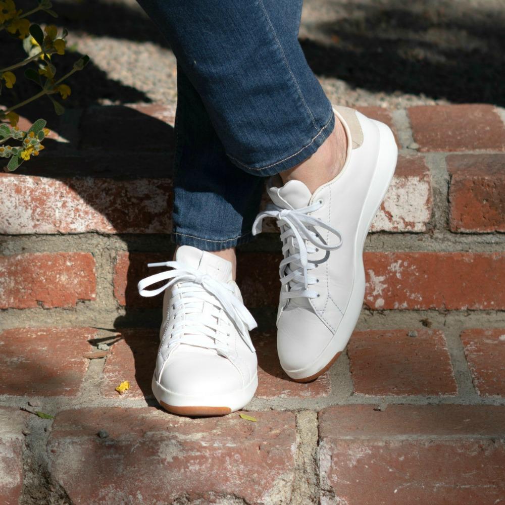 Cole Haan Grandpro white sneakers - une
