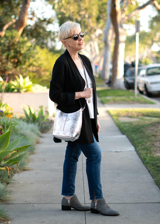 Wearing Rag & Bone Camden shopper cross-body style. Details at une femme d'un certain age.