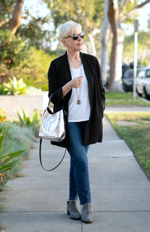 Casual denim look with Rag & Bone metallic bucket bag. Details at une femme d'un certain age.