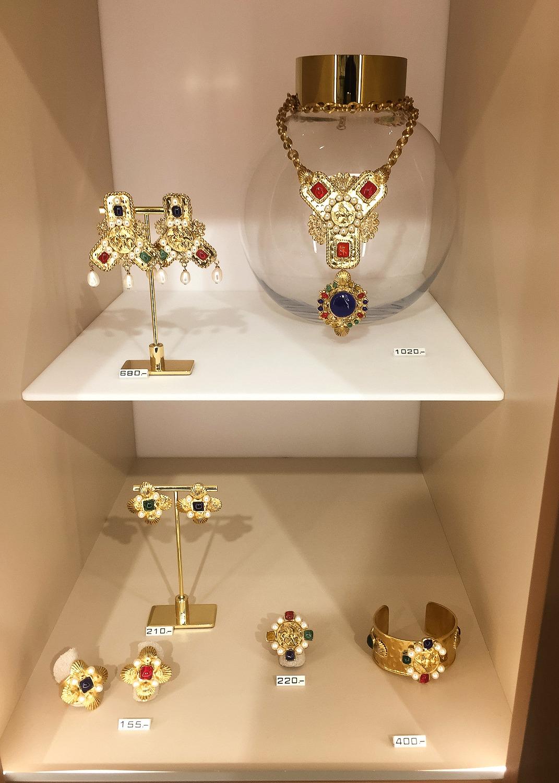 Colorful glass jewelry pieces at Gripoix Paris. Details at une femme d'un certain age.