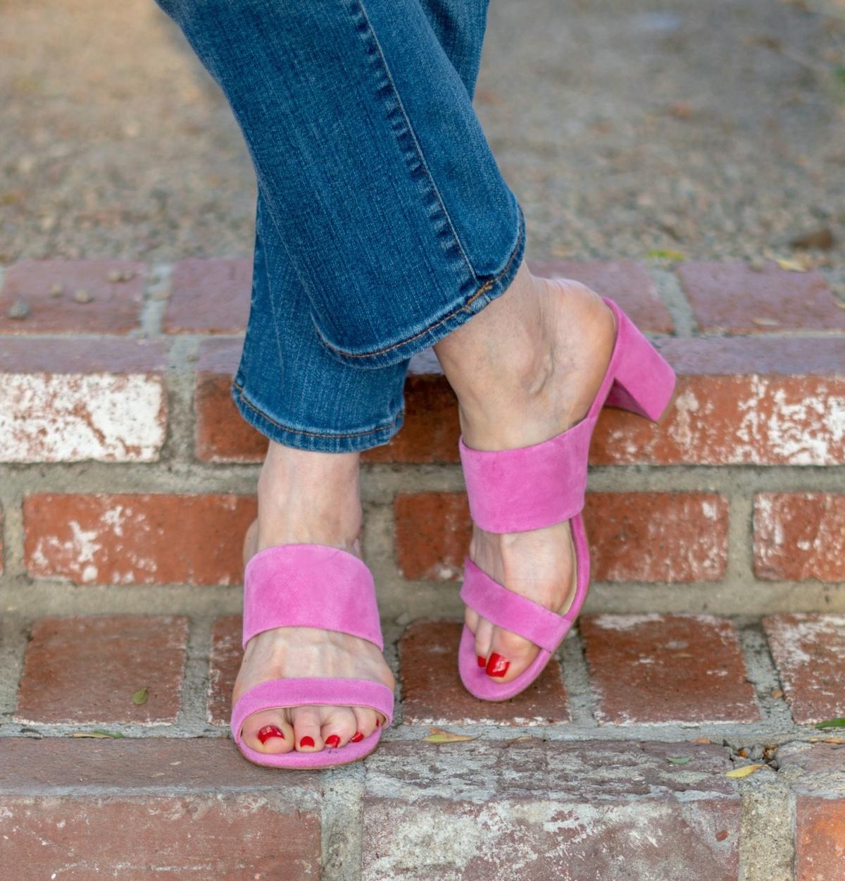 Detail: Kristin Cavallari pink suede slide sandals. Info at une femme d'un certain age.