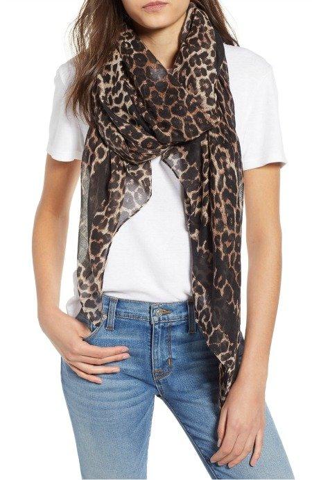 lightweight oblong leopard print scarf. Details at une femme d'un certain age.