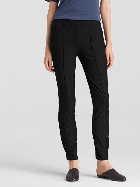Perfect pants for travel: washable stretch crepe. Details at une femme d'un certain age.