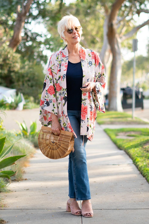 Casual outfit with kimono jacket. Details at une femme d'un certain age.