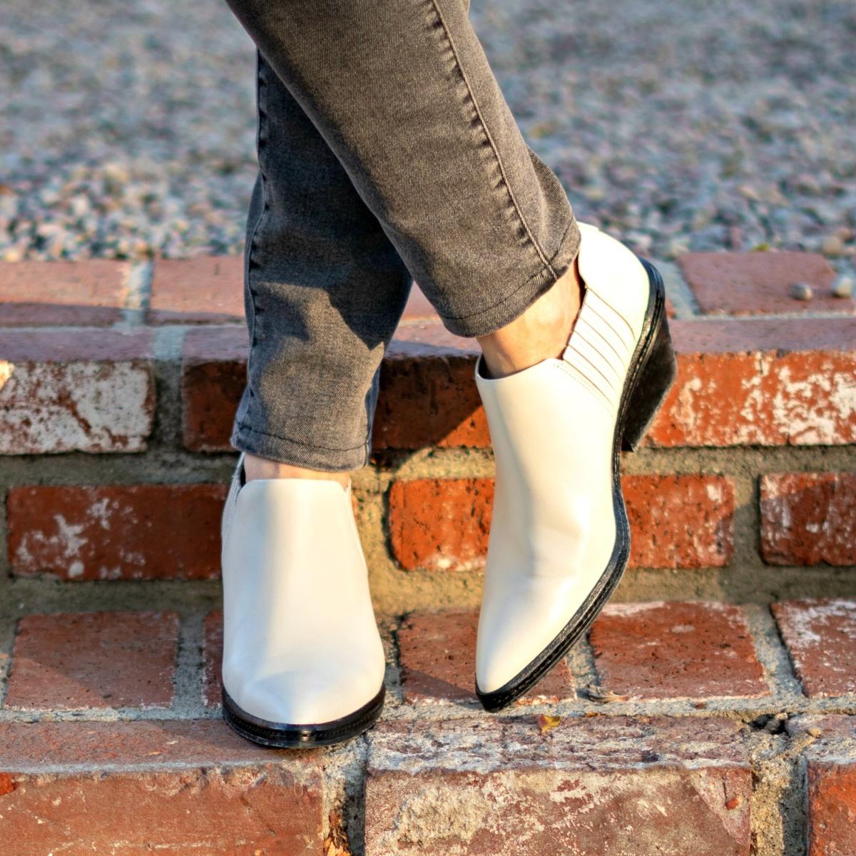 Detail: Susan B. wears ivory Via Spiga water-resistant ankle boots. Info at une femme d'un certain age.