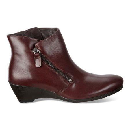 ECCO weatherproof ankle boots. Details at une femme d'un certain age.
