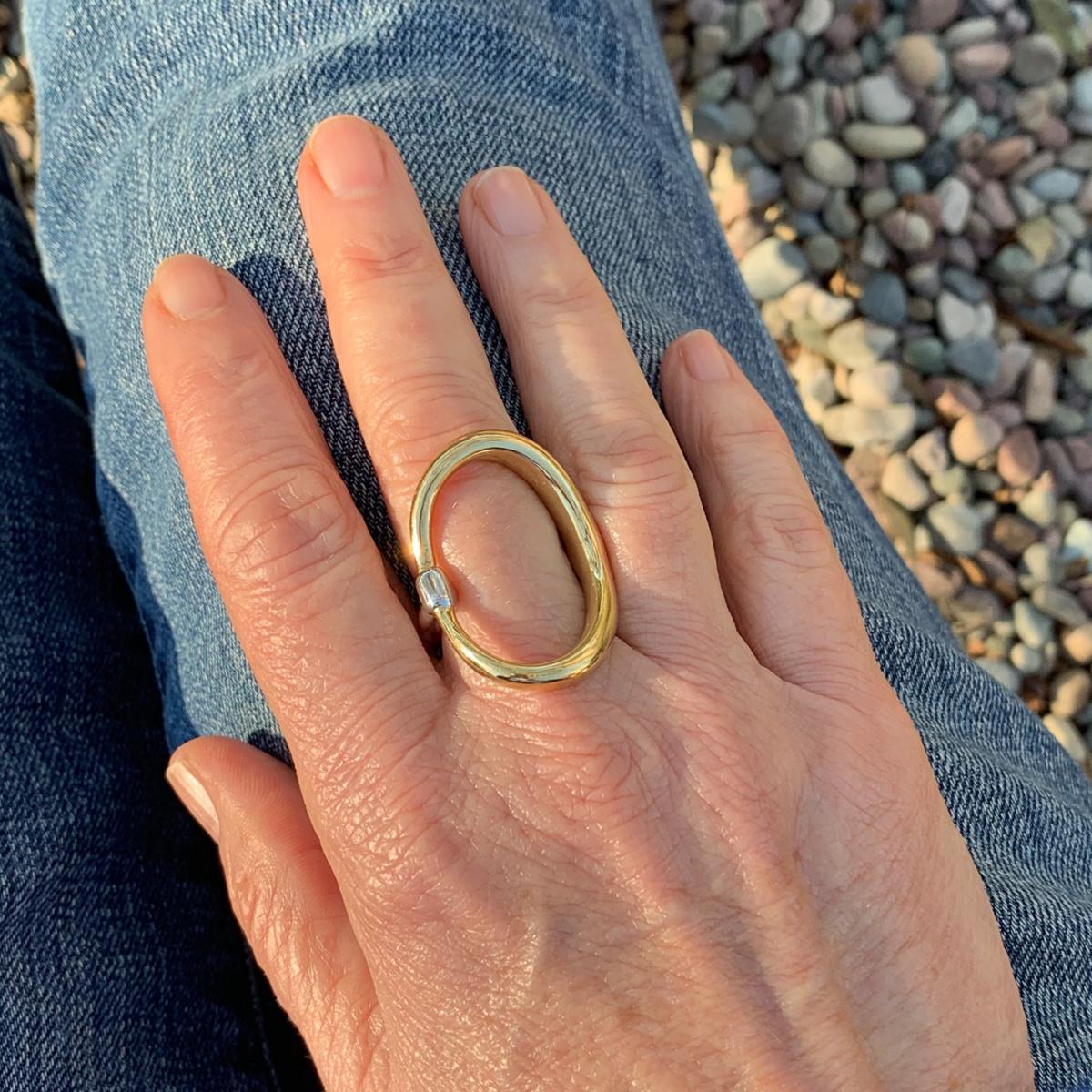 Detail: style blogger Susan B. wears a Charlotte Chesnais two-tone ring. Details at une femme d'un certain age.