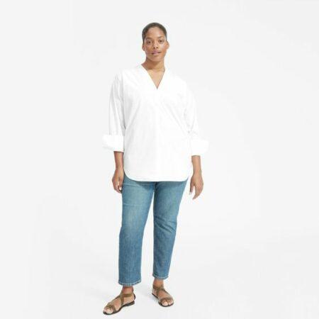 Everlane poplin v-neck white shirt. Details at une femme d'un certain age.
