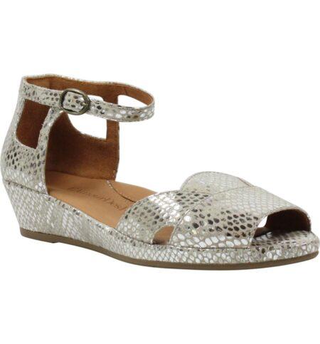 L'Amour des Pieds metallic print sandal. Details at une femme d'un certain age.