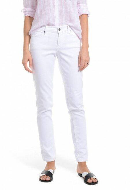 Mott & Bow slim boyfriend jeans white. Details at une femme d'un certain age.