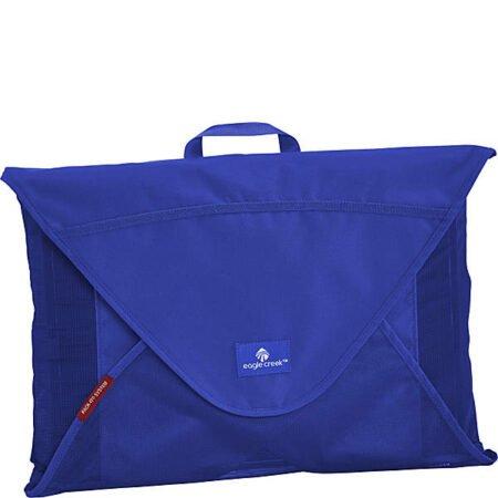 Eagle Creek packing envelope in blue. Details at une femme d'un certain age.