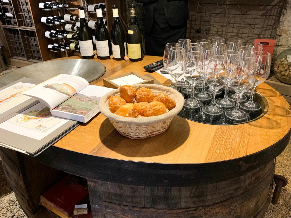 Bourgogne wine tasting in Levernois, France. Details at une femme d'un certain age.