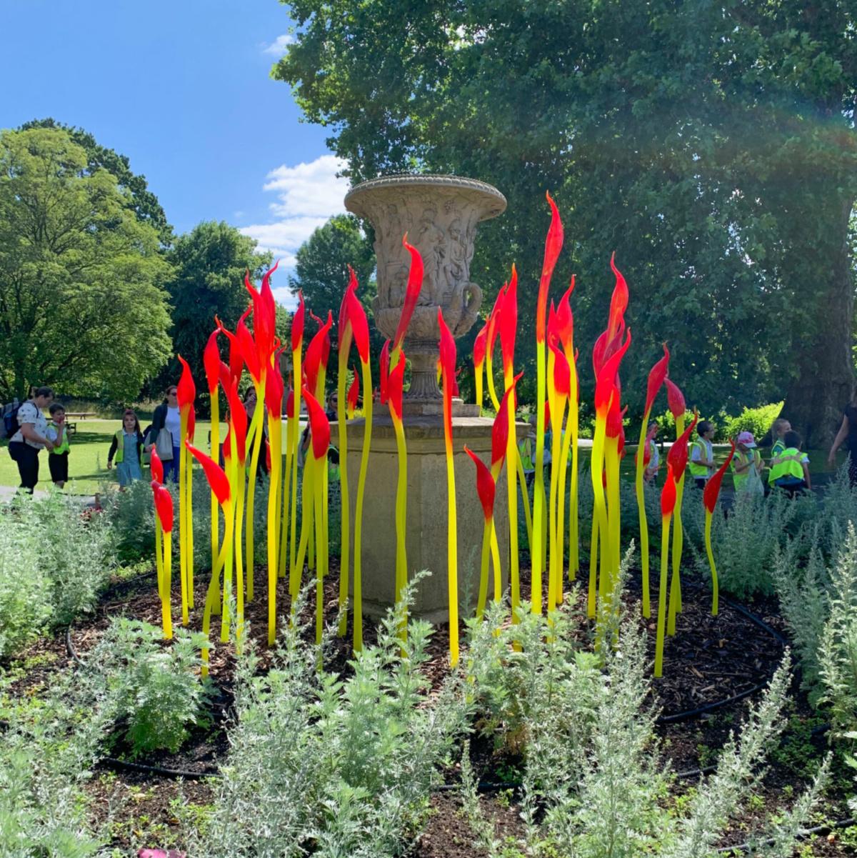Chihuly sculpture at Kew Gardens. Details at une femme d'un certain age.
