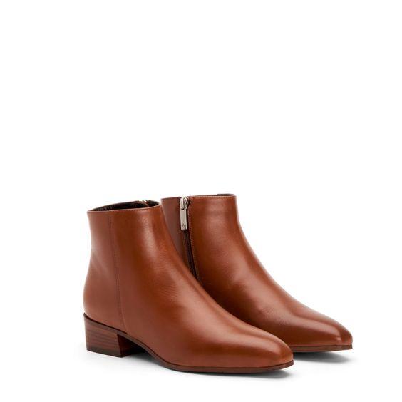 Aquatalia Fuoco ankle boots cognac. Details at une femme d'un certain age.