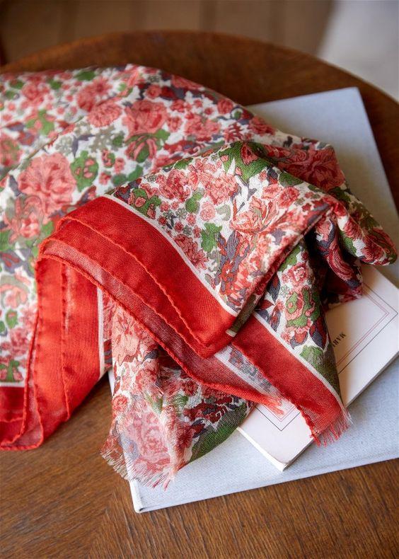 Sezane Leyna wool scarf floral print. Details at une femme d'un certain age.