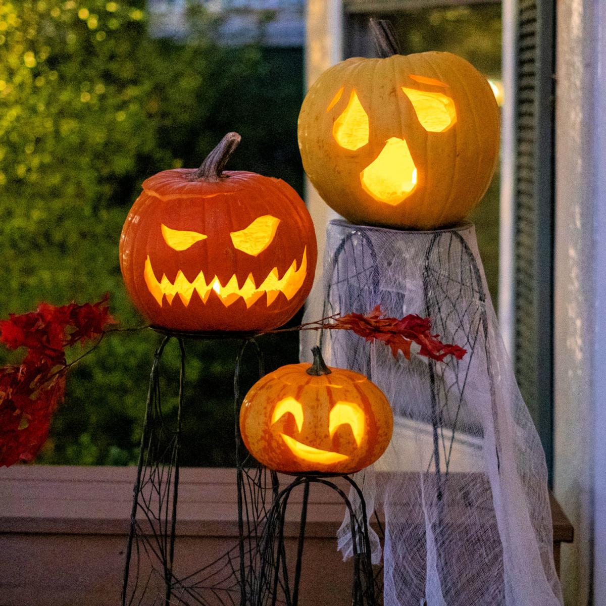 My wonky little family of Halloween pumpkins. Details at une femme d'un certain age.