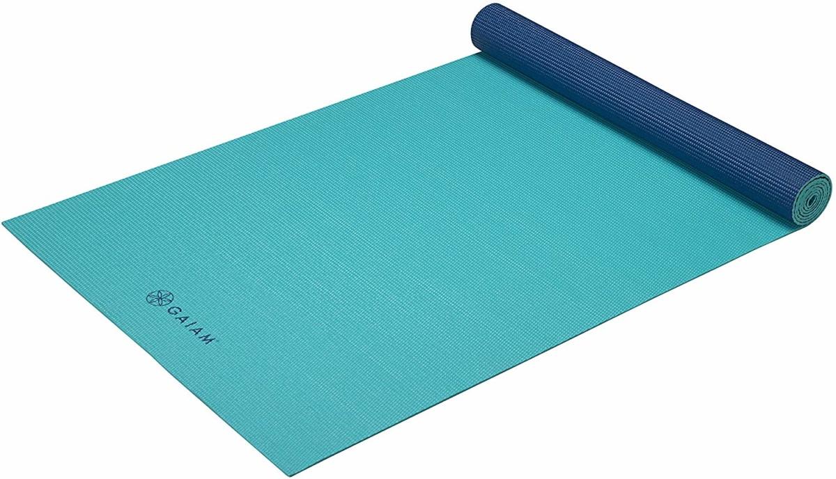 Gaiam premium yoga mat aqua. Details at une femme d'un certain age.