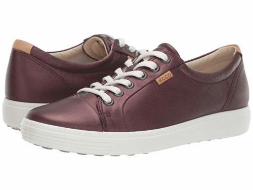ECCO Soft 7 sneaker in Fig metallic. Details at une femme d'un certain age.