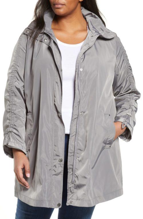 Via Spiga packable rain jacket in Plus. Details at une femme d'un certain age.