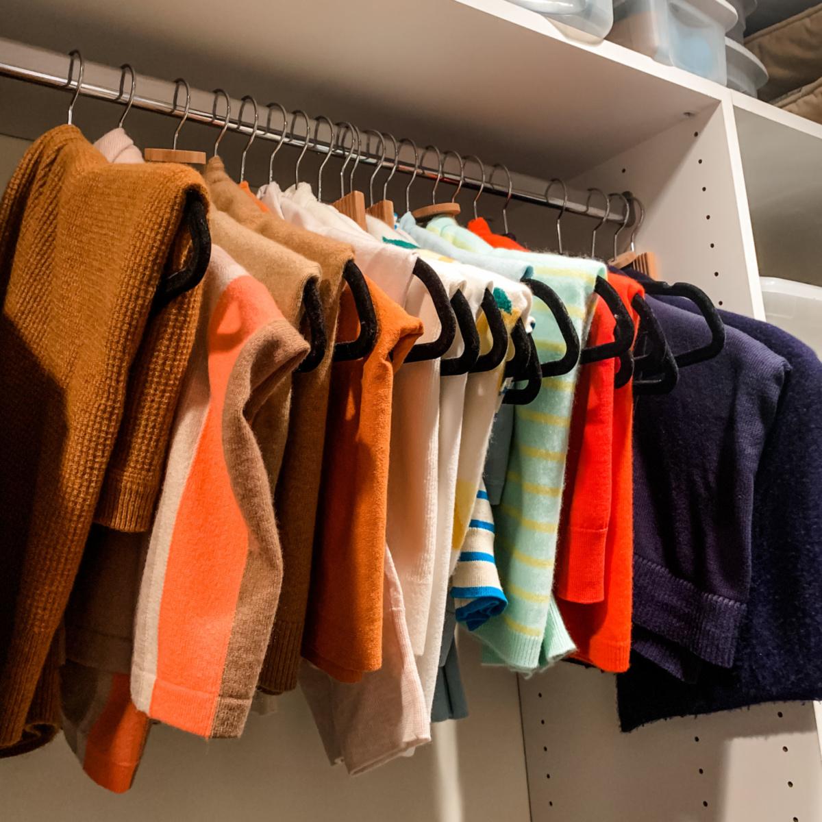 Closet organization: hanging sweaters. Details at une femme d'un certain age.