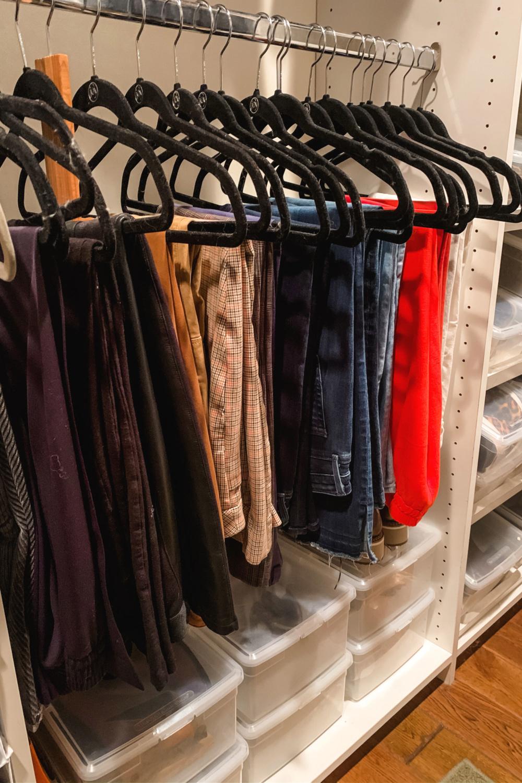 Closet organization: pants. Details at une femme d'un certain age.