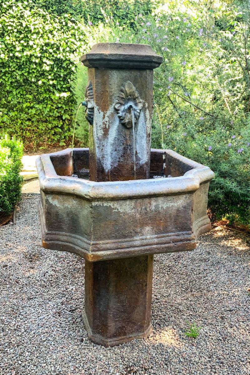 Provence-style backyard fountain. Details at une femme d'un certain age.