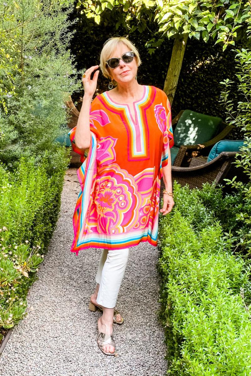 Susan B. of une femme d'un certain age wears a colorful summer caftan.
