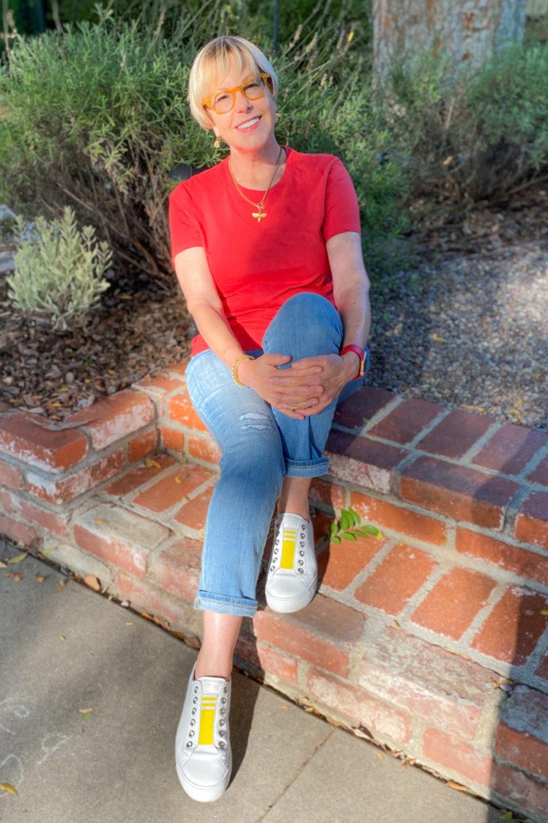 Susan B. wears an Everlane box-cut tee, light wash jeans, Paul Green sneakers. Details at une femme d'un certain age.