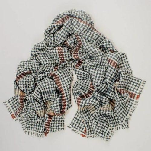 Black UK houndstooth cashmere scarf. Details at une femme d'un certain age.