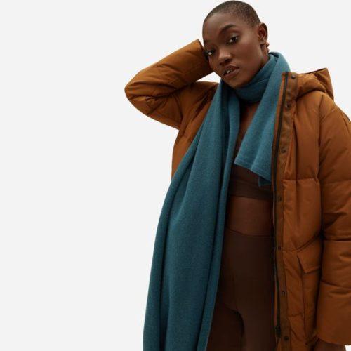 Everlane long cashmere scarf in Winter Teal. Details at une femme d'un certain age.