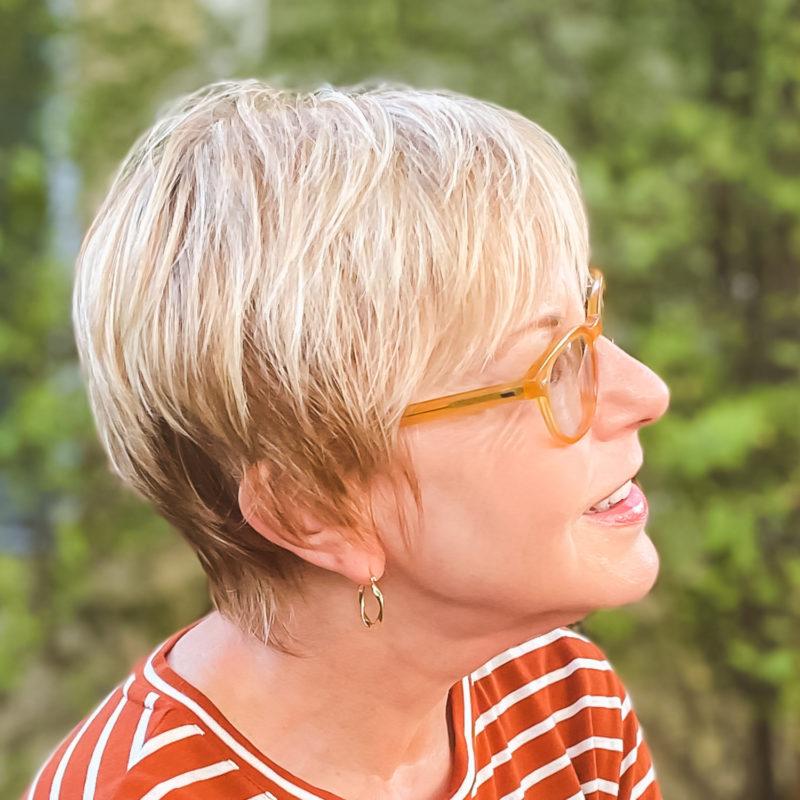 Susan B. wears a long pixie. Side view. Details at une femme d'un certain age.