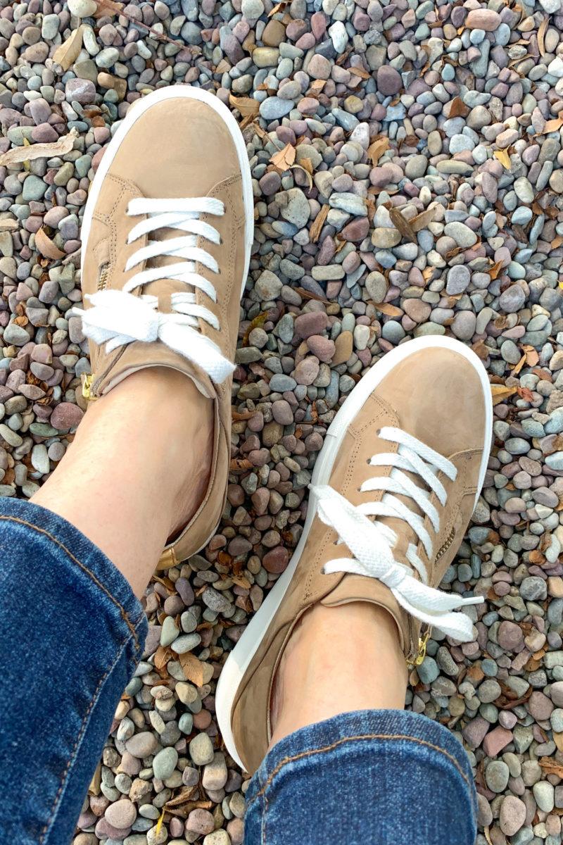 Paul Green Demi sneakers with side zip. Details at une femme d'un certain age.