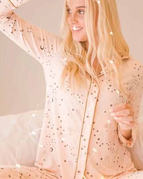Cool nights star print women's pajamas. Details at une femme d'un certain age