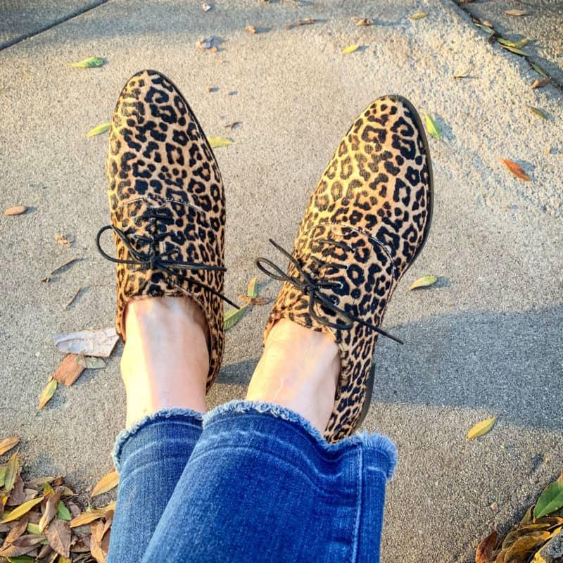 Detail: Susan B. wears Cole Haan leopard print oxfords. Info at une femme d'un certain age.