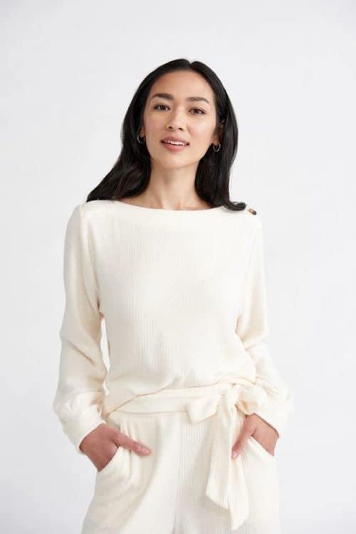 Amour Vert Jaya cloud sweatshirt. Details at une femme d'un certain age.