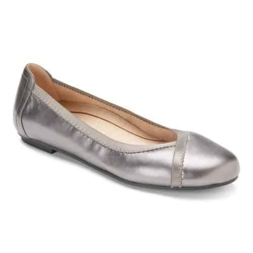 Vionic Caroll ballet flat in silver metallic. Details at une femme d'un certain age.